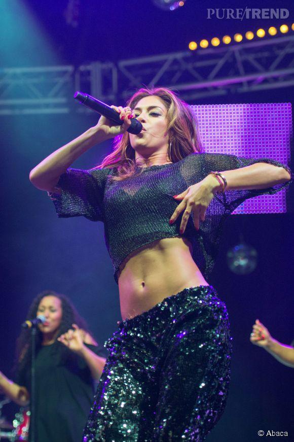 Nicole Scherzinger montre ses abdos de feu pendant son concert. Quel sex-appeal !