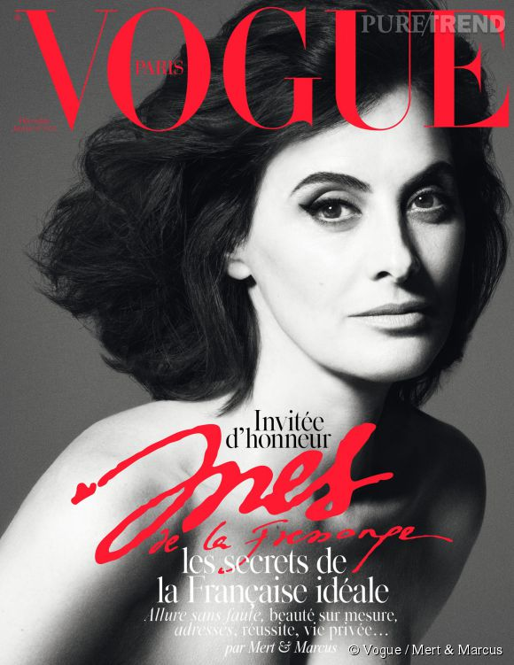 A 57 ans, Inès de la Fressange pose topless pour Vogue Paris.