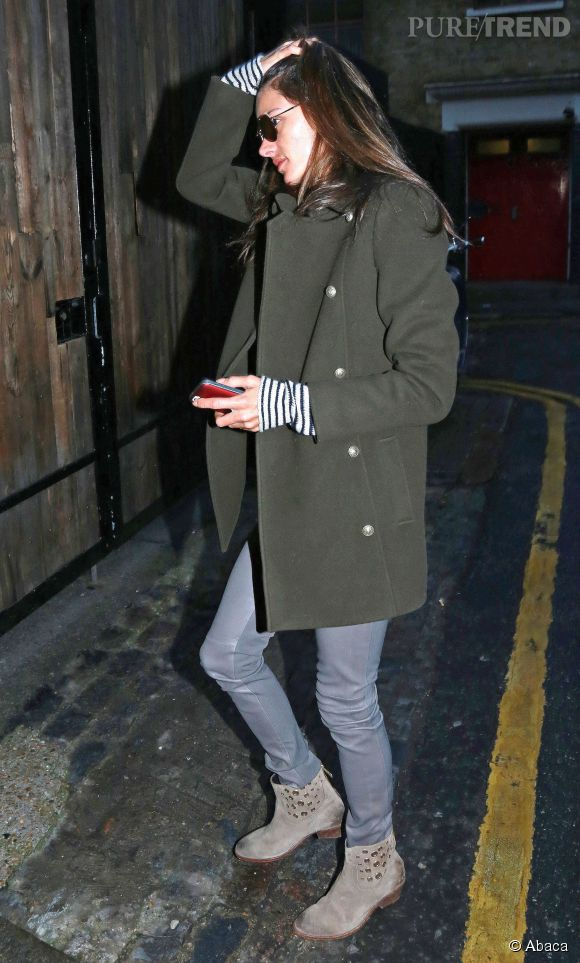 Alessandra Ambrosio toujours aussi canon habillée !