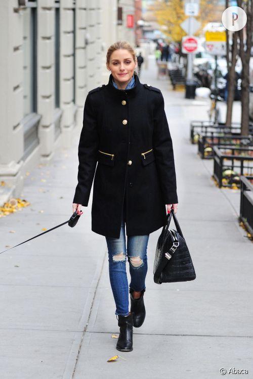Olivia Palermo, divine et totalement lookée juste pour promener son chien.