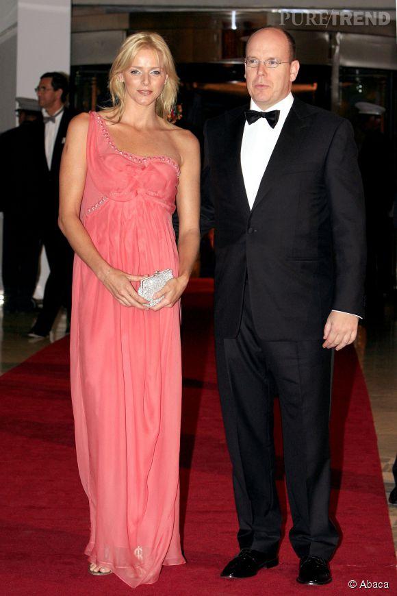 Charlène de Monaco, la robe longue saumon qui fait ressortir le bronzage, on valide !