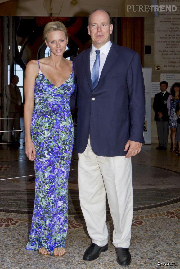 Etre glamour dans un imprimé à fleur c'est possible et Charlène de Monaco l'a fait en 2011.