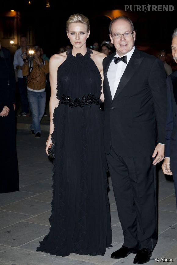 Charlène de Monaco, la robe longue noire un grand classique que la princesse a su exploiter en 2012.