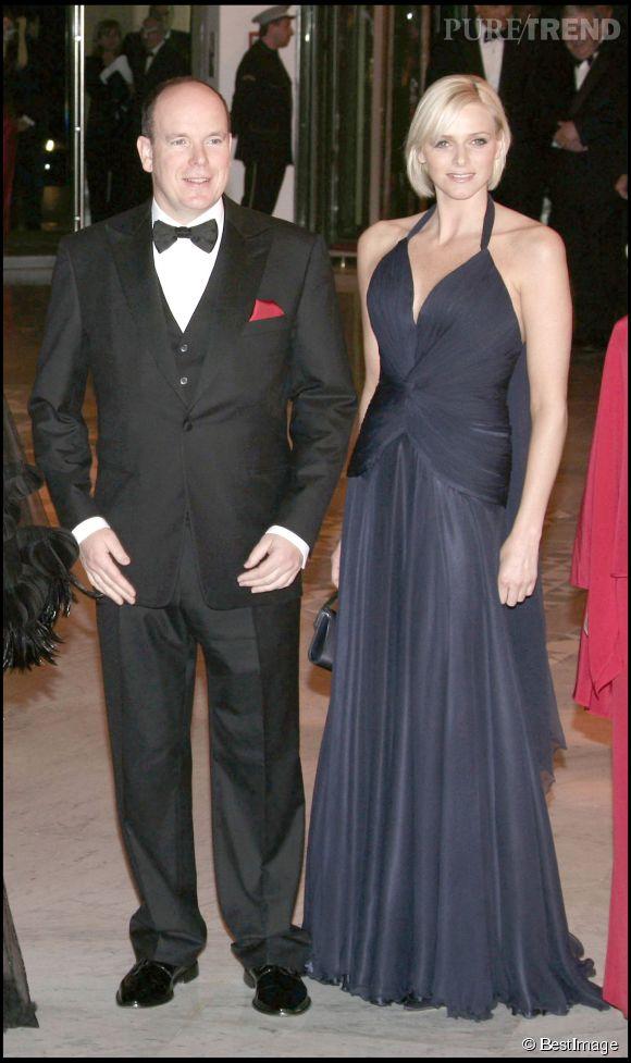 Charlène de Monaco raffole aussi de la robe longue vaporeuse et ça lui réussi en 2008.