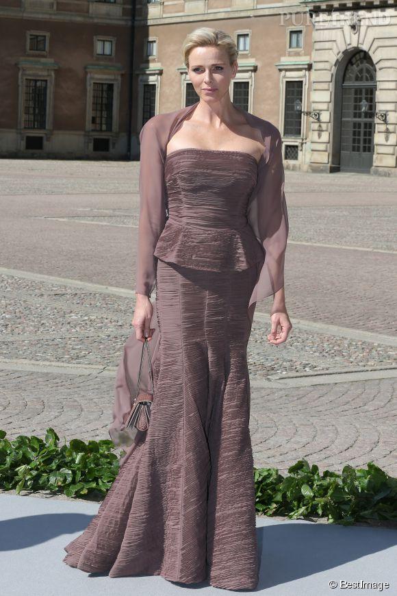 Charlène de Monaco arbore un ensemble hautement élégant pour le mariage  de la princesse Madeleine avec Chris O'Neill en 2013.
