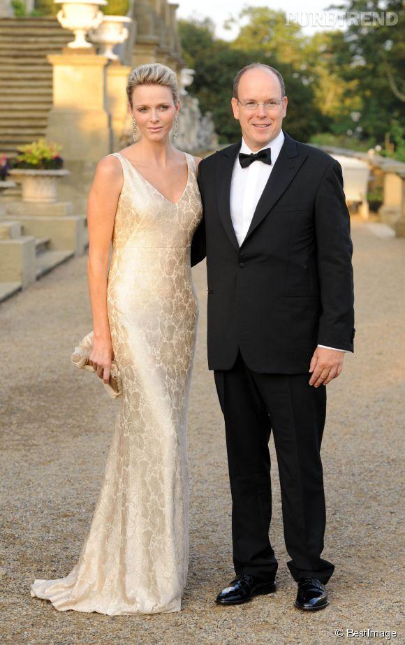 Charlène de Monaco, sublime dans une robe lumineuse et moulante en 2011.