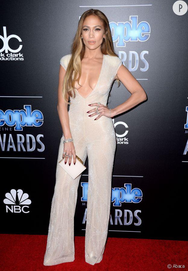 Jennifer Lopez lors des People Magazine Awards le 18 décembre 2014 à Los Angeles.