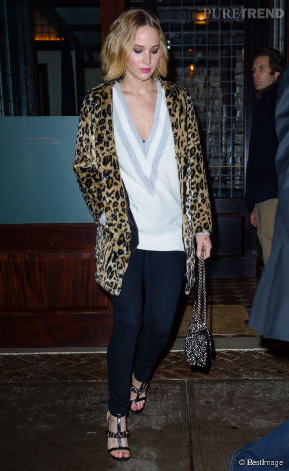 Jennifer Lawrence fait la moue mais sort de chez elle dans un look si sexy qu'on ne peut voir qu'elle !