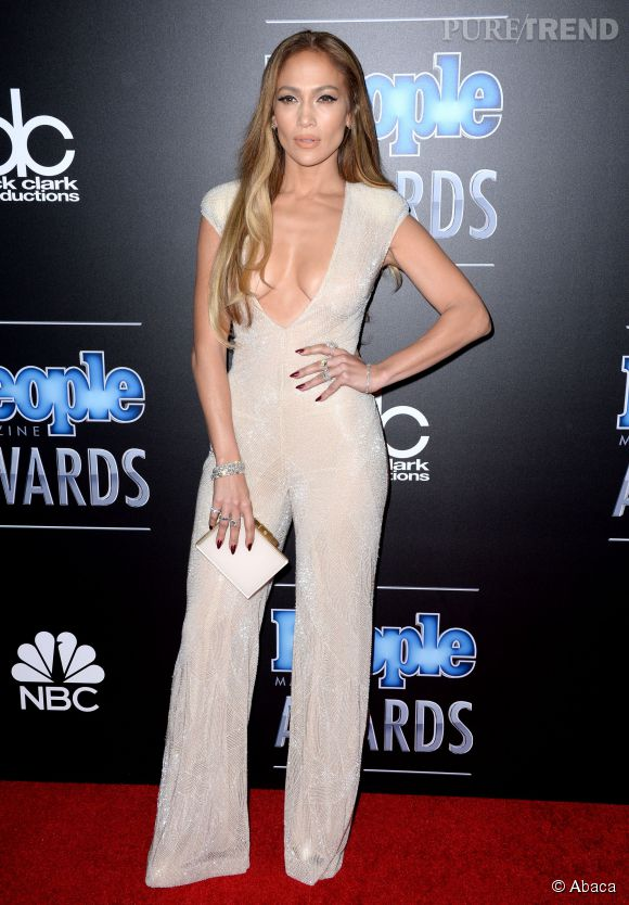 Jennifer Lopez lors des People Magazine Awards le 18 décembre 2014 à Los Angeles.
