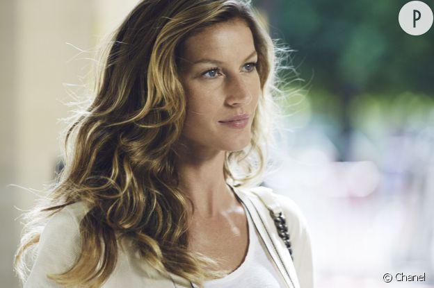 Gisèle Bundchen est la nouvelle égérie du parfum Chanel N°5.