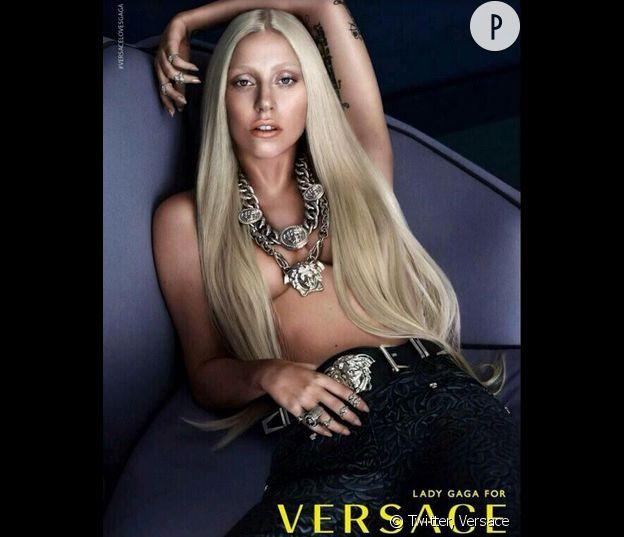 Lady Gaga, topless pour nous souhaiter la bonne année.