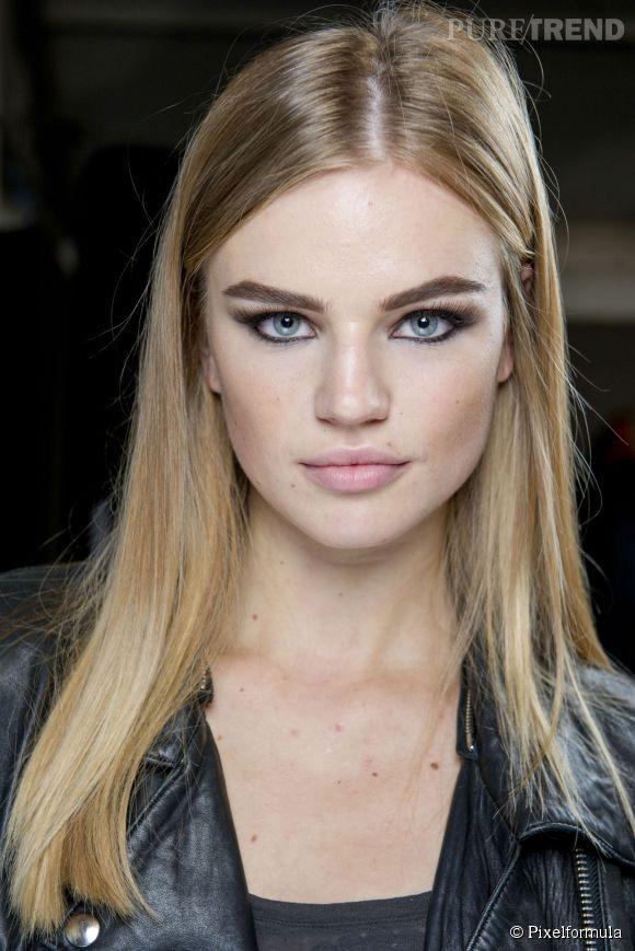Besoin d'idée et d'astuces pour maquillers vos yeux gris ? Suivez nos conseils de pro sur  Puretrend  !
