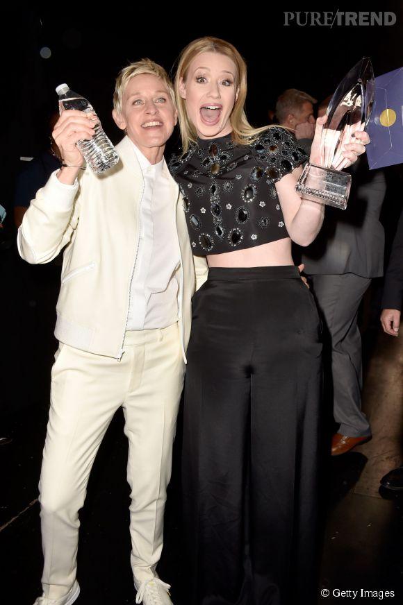 """Iggy Azalea, artiste hip-hop de l'année et Ellen DeGeneres présentatrice """"day show"""" préférée aux People's Choice Awards 2015."""