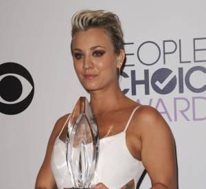 Kaley Cuoco-Sweeting actrice de série comique préférée aux People's Choice Awards 2015.