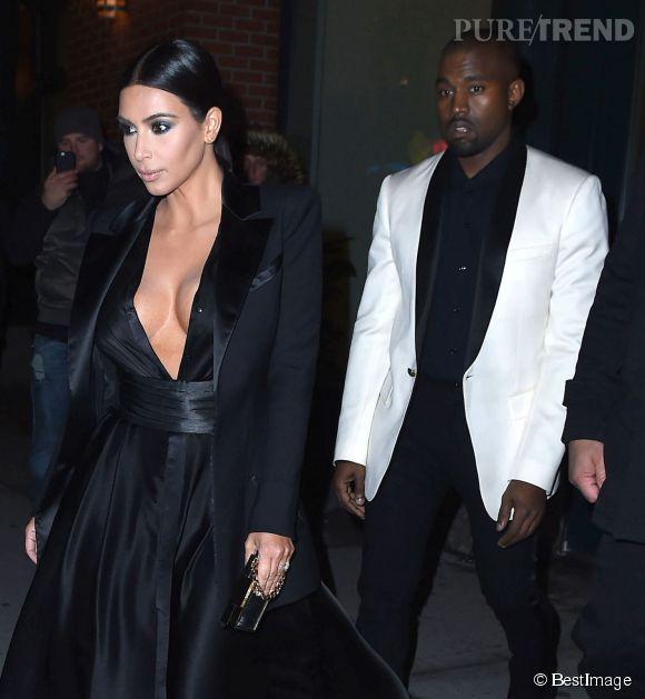 Kim Kardashian prise en flagrant délit de décolleté le 8 janvier 2015 pour un dîner en amoureux.