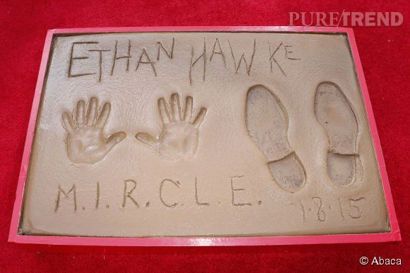 Les petites mains mais les grands pieds d'Ethan Hawke sur le Walk of Fame.