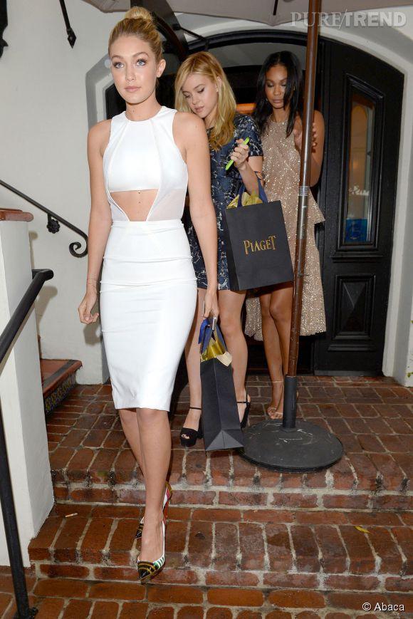 Gigi Hadid, une tenue virginale pour un brunch avec W magazine.