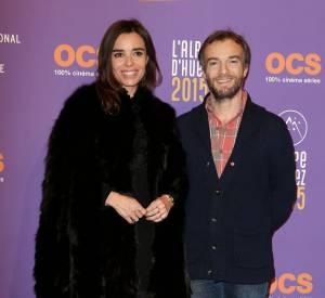 Elodie Bouchez, souriante aux côtés de Jonathan Lambert.