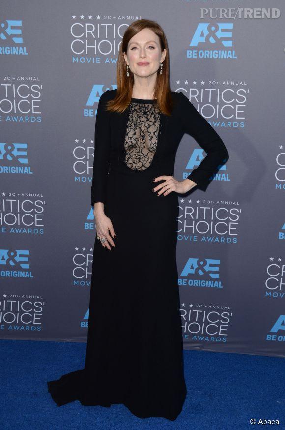 Julianne Moore joue avec les codes dans sa robe de nonne au décolleté presque caché lors des Critics Choice Movie Awards 2015.