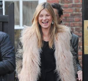 Kate Moss : Elle sort le manteau en fourrure bicolore !