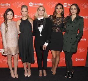 """Sur tapis rouge, les actrices de """"PLL"""" ont toutes leur style, mais l'écart est moins grand. Les pestes de la série sont toutes tendances et glamour !"""