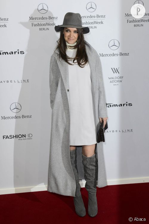 Katie Holmes en total look gris, on adopte !