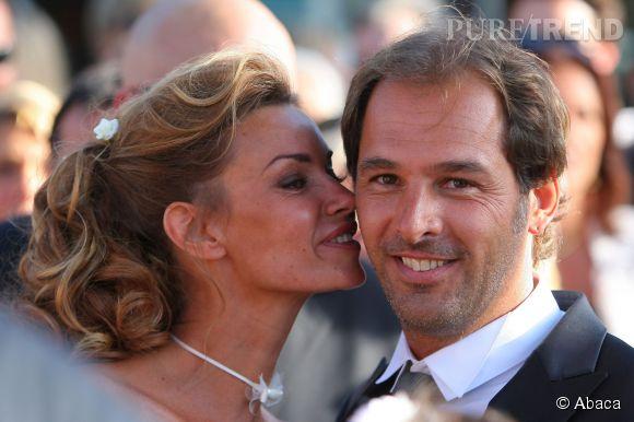 Ingrid Chauvin aux côtés de son mari, Thierry Peythieu le jour de leur mariage en août 2011.