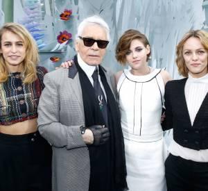 Alice Dellal, Karl Lagerfeld, Kristen Stewart et Vanessa Paradis au défilé Chanel Haute Couture Printemps-Été 2015 à Paris le 27 janvier 2015.