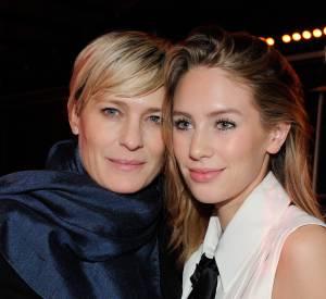 Dylan Penn et sa maman Robin Wright assistent ensemble à la Fashion Week parisienne... Une sortie mère-fille qui laisse rêveur !