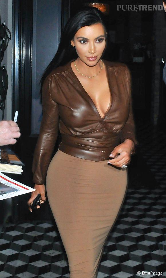 Kim Kardashian du00e9voile un tu00e9ton dans les rues du0026#39;Hollywood le 28 janvier 2015 - Puretrend
