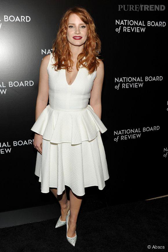 L'actrice Jessica Chastain en total look blanc lors du National Board of Review Gala, organisé à New York, en janvier 2015.