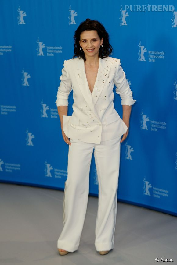 "Juliette Binoche en costume blanc lors de la projection du film ""Nobody Wants the Night"" à l'occasion du 65ème Festival du Film de Berlin."