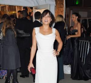 Michelle Rodriguez en jolie robe blanche au gala de l'amfAR, le 11 janvier 2015 à New York.