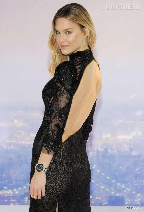 Bar Refaeli en robe dos nu est la nouvelle égérie de la marque des montres Hublot.