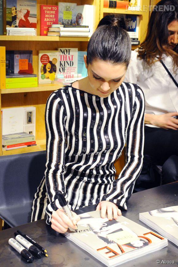 Kendall Jenner était en séance dédicace du numéro de  Love Magazine  pour lequel elle a posé aux côtés de Cara Delevingne.