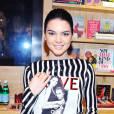 Kendall Jenner, audacieuse dans une combinaison à rayures pour  Love Magazine .