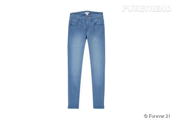 Jean skinny bleu Forever 21, 17,75€.