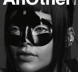 Rihanna : créature sulfureuse à demi nue pour Another Magazine