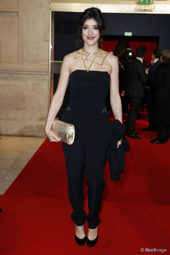 Vanessa Guide, charmante en combinaison pantalon noire.