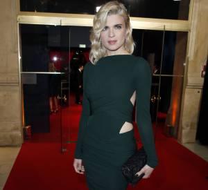Cécile Cassel, vamp rétro en Alexandre Vauthier. On adore son carré blond cranté.