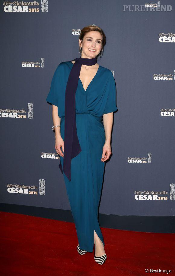 Julie Gayet en bleu outremer, a joué la carte de la sobriété pour cette soirée des César.
