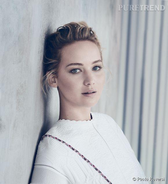 Jennifer Lawrence pose pour la nouvelle campagne des sacs Be de Dior.