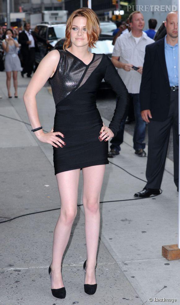 Quand celle qui a incarné Bella Swan dans pas moins de cinq films adopte la petite robe noire, c'est forcément dans une version très courte.