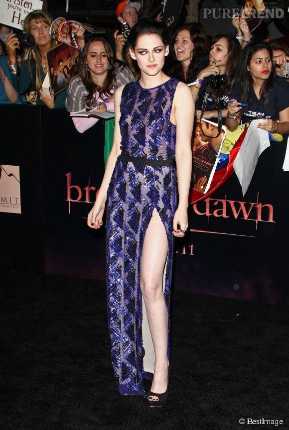 Le fendu de l'extrême est un must-have pour toute actrice qui veut se faire remarquer sur les tapis rouges. Kristen le maîtrise à la perfection dans une robe J. Mendel.