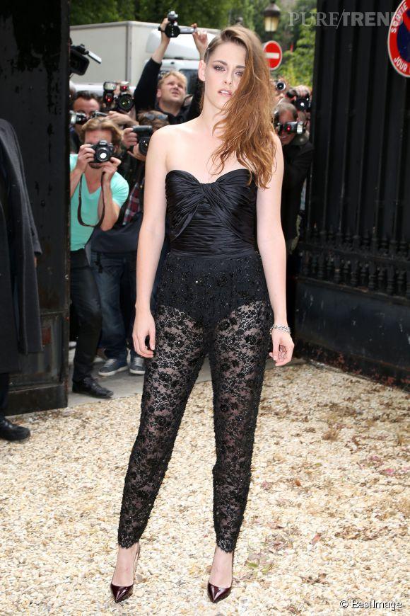 Kristen Stewart et la dentelle noire, c'est une grande histoire d'amour. Elle ne se lasse jamais de son glamour et de son esprit délicat comme de la lingerie.