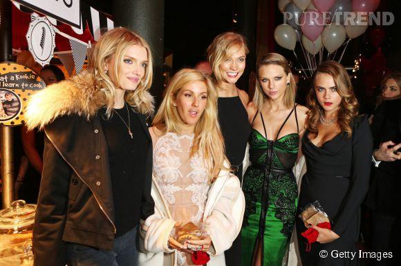 """Lily Donaldson, Ellie Goulding, Karlie Kloss, Taylor Swift et Cara Delevingne à la soirée """"First Fabulous Fund Fair"""" organisée par Karlie et Natalia Vodianova pour la Naked Heart Foundation le 24 février 2015."""