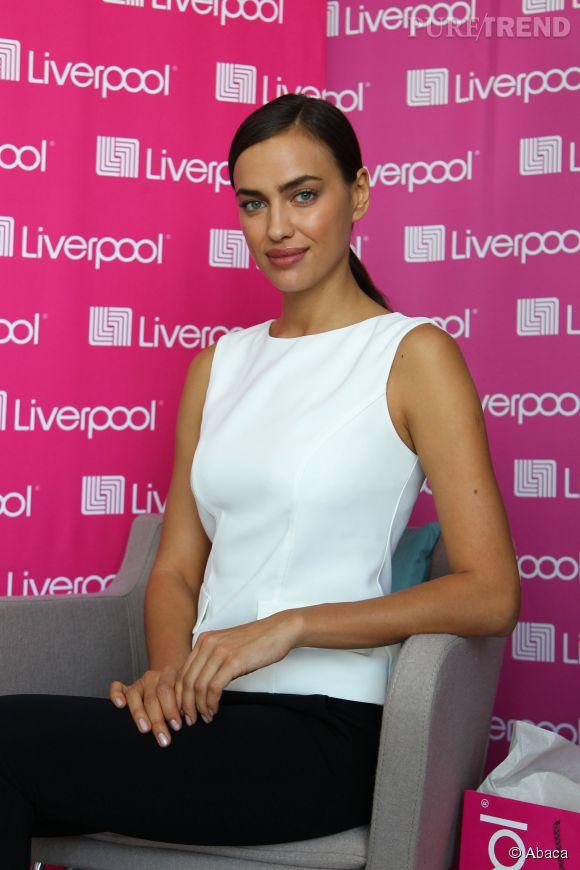 Irina Shayk assure la promo de la marque Liverpool à Mexico le 25 février 2015.