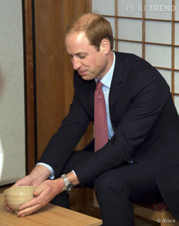 Le prince William montre une calvitie assez importante lors de la cérémonie du thé à Tokyo, ce jeudi 26 février 2015.