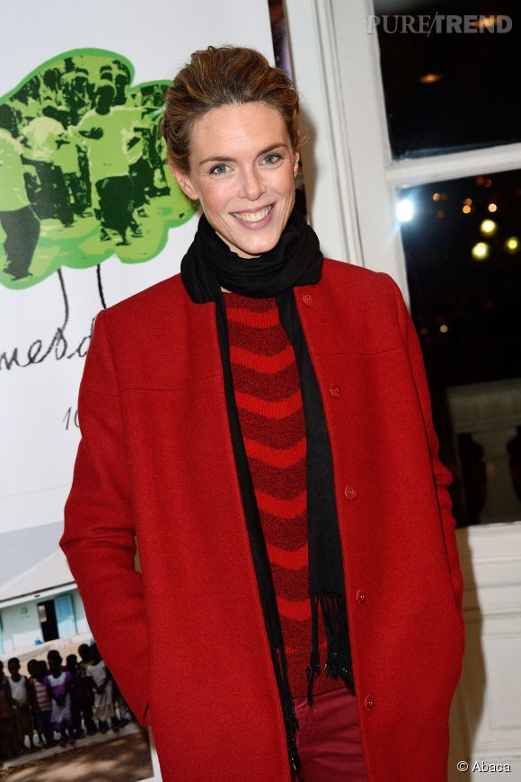 Julie Andrieu flamboyante toute en rouge.