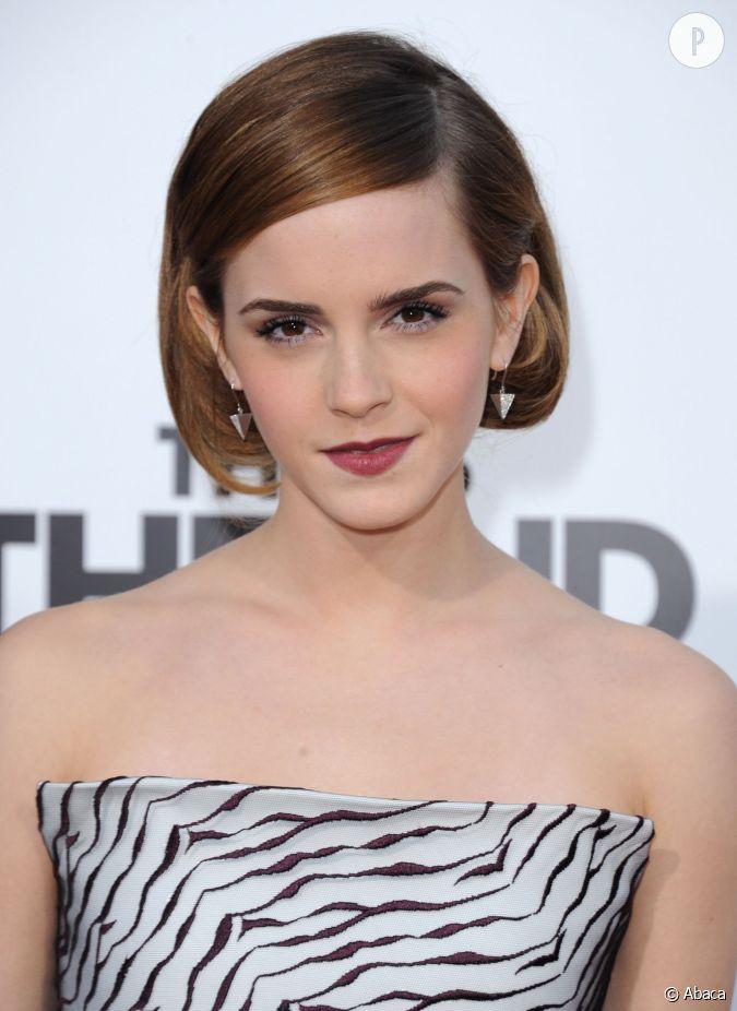 Emma Watson Succombe Au Carr Sans Tre Pass E Par La Case Ciseaux Gr Ce Un Faux Bob Tr S Chic